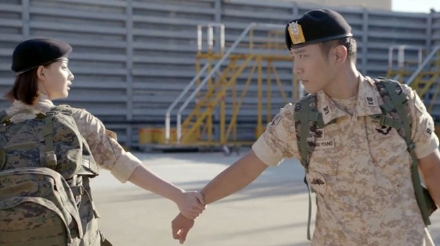 Descendants of the sun _ arm grab